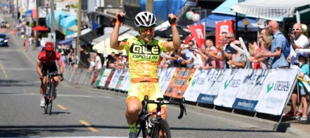 Shelley OLDS  (Ale-Cipollini) wins the 2015 Tour de White Rock Road Race ahead of Sara BERGEN (Trek Red Truck Racing p/b Mosaic Homes)